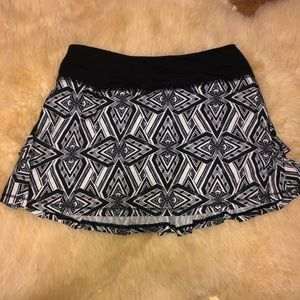 IVIVVA lululemon girls black and white skort sz 10